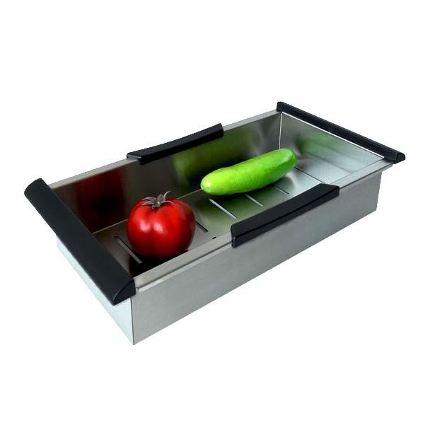 Este colador puede ser utilizado de diversas maderas como para separar el agua caliente de las pastas, escurrir vajilla pequeña o  utensilios de cocina. Ideal para las personas que aman los detalles en la cocina. También puede ser utilizado para descongelar alimentos.